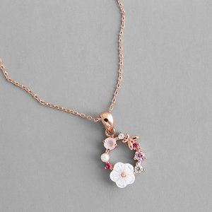 Jewelry - NEW 18K Rose Gold Flower Butterfly Circle Necklace